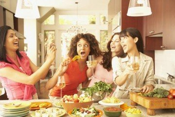 Healthy eating with friends