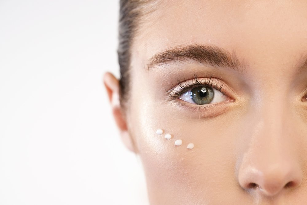 Make-Up Tricks To Hide Your Tired Eyes - Longevity LIVE