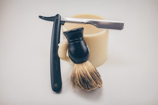 barbers brush razor and container