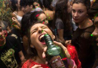 avoid hangover skin by choosing alcohol smartly [longevity live]